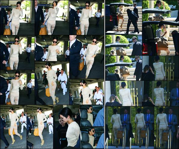 19.05.2017 ─ Kendall Jenner a été photographiée alors qu'elle arrivait à l'aéroport, qui se situe, dans Nice, France.La belle est donc arrivée en France, évidemment, pour le festival de Cannes qui commence dès demain et qui se finira le 28 mai. Sa tenue est un top !