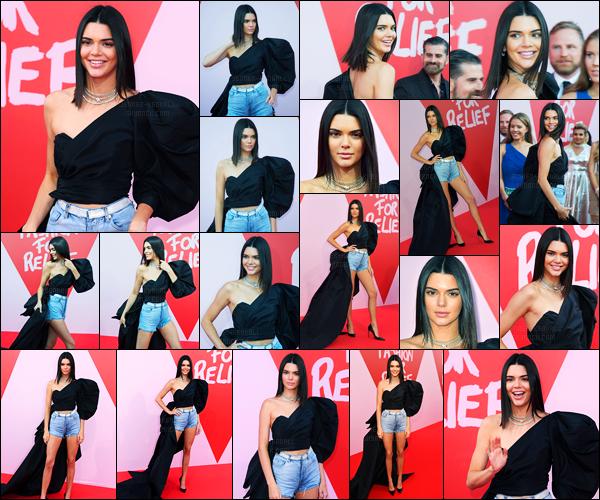 21.05.2017 ─ Kendall Jenner était présente lors de l'événement de « Fashion for Relief », ayant lieu, dans Cannes.La belle était également présente au défilé puisqu'elle a défilé accompagnée de son amie, Bella Hadid. Concernant sa tenue, c'est original, c'est un top