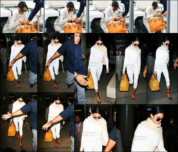 25.05.2017 ─ Kendall Jenner a été photographiée pendant qu'elle prenait un jet privée, qui était dans Cannes, FR.Notre belle mannequin a été photographiée, quelques heures plus tard, arrivant à l'aéroport de LAX. Concernant sa tenue, c'est un beau top pour moi.