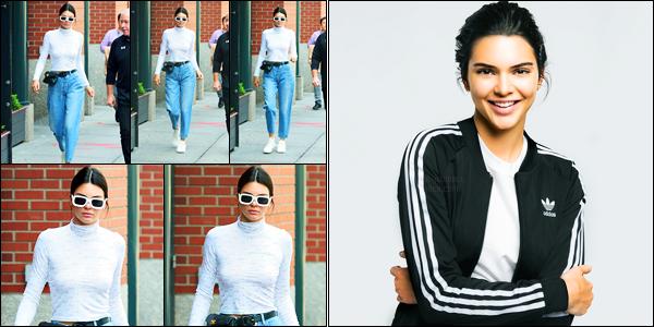 31.05.2017 ─ Kendall Jenner a été aperçue alors qu'elle arrivait à l'appartement de Kanye West étant à Manhattan.La belle K. est donc de retour et en profite pour aller rendre visite à sa famille. Elle est également le nouveau visage de ADIDAS. Sa tenue est un top !