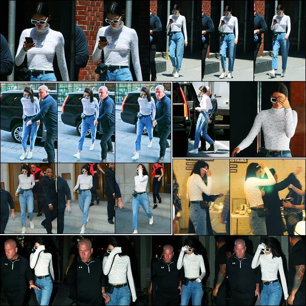 31.05.2017 ─ Kendall Jenner a été photographiée alors qu'elle arrivait à un studio, étant dans la ville à Manhattan.Un peu plus tard, la belle a été photographiée dans les rues à Manhattan... Concernant sa tenue, c'est la même que la précédente, c'est toujours top !