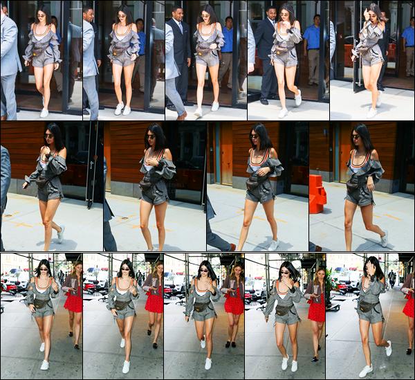01.06.2017 ─ Kendall Jenner a été photographiée, alors, qu'elle quittait l'appartement de Gigi Hadid à Manhattan.La belle Kendall a ensuite été photographiée quittant un bureau d'affaire ensuite... Concernant sa tenue, c'est un gros top de ma part, vous, vos avis ?