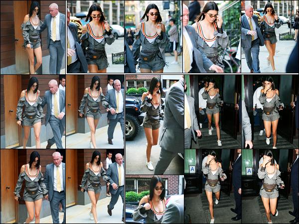 01.06.2017 ─ Kendall Jenner a été photographiée arrivant et quittant l'appartement à Daniel Chetrit à Manhattan.La belle Kendall Jenner a ensuite été photographiée arrivant puis quittant le restaurant Carbone puis retournant à l'appartement de Daniel Chetrit. Top.