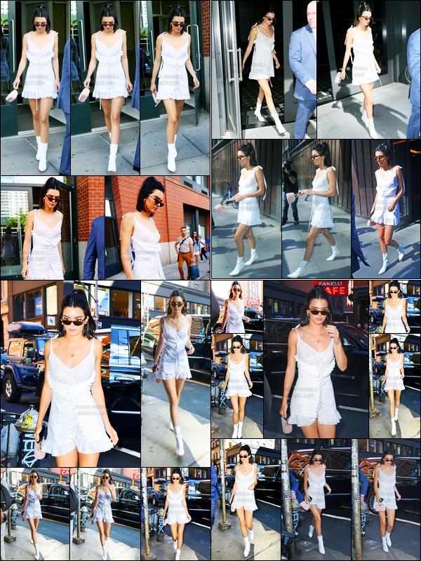 03.06.2017 ─ Kendall Jenner a été photographiée, alors, qu'elle quittait l'appartement de Kanye West, dans Soho.Par la suite, Kendall a été photographiée dans les rues de Manhattan puis arrivant au restaurant The Mercer Kitchen. Concernant sa  tenue, c'est un top