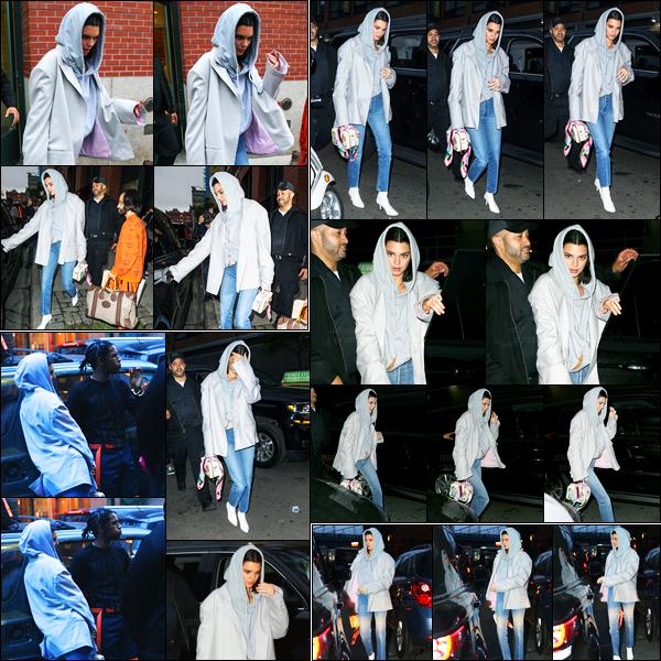 06.06.2017 ─ Kendall Jenner a été photographiée, alors, qu'elle quittait l'appartement de Kanye West, dans Soho.Elle était en compagnie de A$AP Rocky. Par la suite, Kendall a été photographiée dans les rues de New-York puis quittant un building. Sa tenue est top
