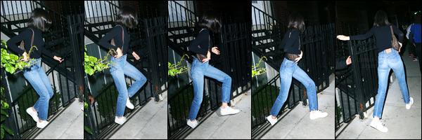 07.06.2017 ─ Kendall Jenner a été photographiée, alors, qu'elle quittait le restaurant « BondST » dans Manhattan.Les photos ne sont pas très jolie et en plus de cela, on en a très peu de notre belle mannequin. Concernant sa tenue, c'est plutôt simple, c'est un top.