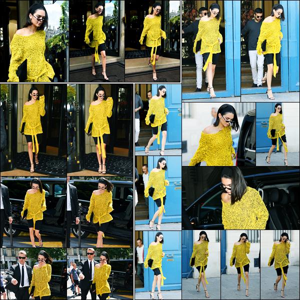 03.07.2017 ─ Kendall Jenner a été photographiée alors qu'elle quittait son hôtel qui se situe dans Paris en France.La belle a ensuite a été photographiée arrivant au restaurant L'avenue puis quittant le bureau de l'éditeur de Vogue... Concernant sa tenue, c'est un bof.