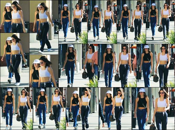 12.12.2017 ─ Kendall Jenner a été photographiée, alors, qu'elle se promenait avec Kaia Gerber, dans Beverly Hills.C'est donc en compagnie de la jeune mannequin que notre belle brunette a été photographiée. Concernant sa tenue, un très jolie top de ma part, vous ?