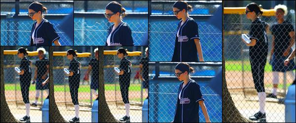 -08/03/2018- ─ Kendall Jenner a été photographiée, alors, qu'elle quittait le baseball, étant dans Los Angeles, Californie !Encore une fois nous retrouvons la belle mannequin K. au baseball. Très peu de photo malheureusement... Mais sa tenue, c'est un beau top de ma part !