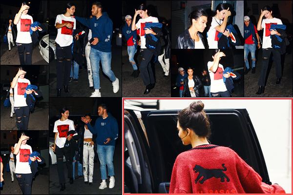 -01/05/2018- ─ Kendall Jenner a été photographiée alors qu'elle arrivait au « Harry Hudson show », étant, à Los Angeles !Plus tôt dans la journée, la belle mannequin K. a été photographiée quittant le tournage de « KUWTK » à Downtown Los Angeles... Ses tenues sont tops.