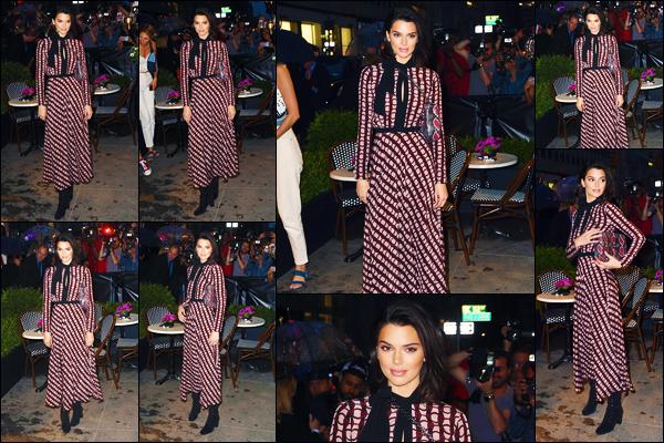 -03/05/2018- ─ Kendall Jenner était présente lors de l'ouverture du magasin « Longchamp » à Fifth Avenue à New-York !La belle Kendall qui a réalisé une publicité en Mars dernier à Paris, pour la marque était présente pour l'ouverture. Sa tenue est un beau top de ma part !