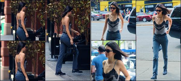 -05/05/2018- ─ Kendall Jenner a été photographiée, alors, qu'elle arrivait à son hôtel « Mercer Hotel », à New York City !La belle mannequin K. a été photographiée ensuite qu'elle quittait l'hôtel « The Bowery Hotel » en compagnie de Hailey Baldwin... Sa tenue est un top !