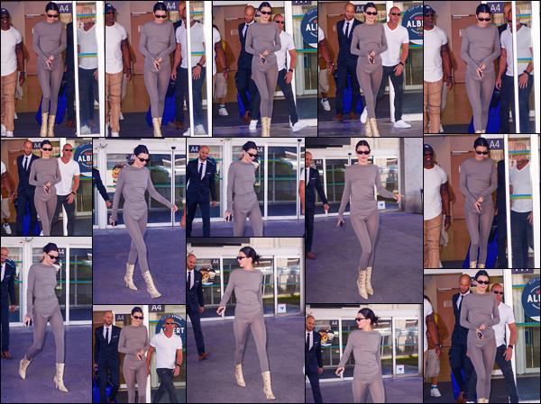 -10/05/2018- ─ Kendall Jenner a été photographiée, alors, qu'elle arrivait à l'aéroport de Nice-Côte d'Azur, étant, à Nice !C'est pour le festival de Cannes que la belle mannequin K. s'est rendue en France, elle devrait apparaître sur le tapis bientôt ! Sa tenue est un beau top !