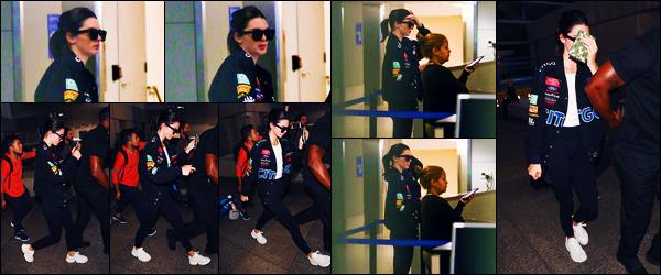 -26/06/2018- ─ Kendall Jenner a été photographiée, alors, qu'elle arrivait à l'aéroport de « LAX » étant dans Los Angeles.La mannequin K. fait enfin son apparition après quelques jours sans nouvelles d'elle, ça fait plaisir ! Concernant sa tenue, c'est un jolie top pour ma part !