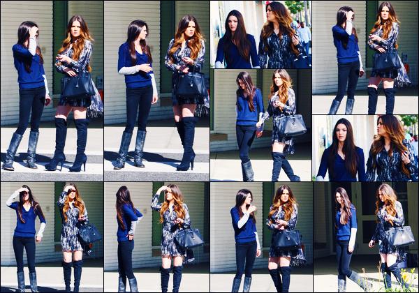 -29/10/2011- ─ Kendall Jenner a été photographiée alors qu'elle se rendait à l'hôpital « The Children's » dans Los Angeles.C'est en compagnie de sa s½ur Khloé Kardashian que la belle brunette se rendait à l'hôpital ! Concernant la tenue de celle-ci, c'est un top pour ma part !