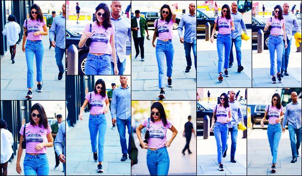 -10/10/2018- ─ Kendall Jenner  a été photographiée, alors, qu'elle se promenait dans les rues dans la ville dans New-York.La mannequin qui était en compagnie d'un garde du corps se promenait donc dans les rues à NY... Concernant sa tenue, c'est un beau top pour ma part.