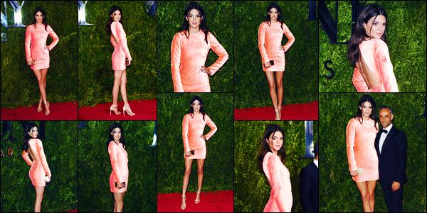 -07/06/2015- ─ Kendall Jenner était présente lors des « 69e cérémonie des Tony Awards », se déroulant dans New-York !La belle mannequin K. a donc posée sur le tapis rouge dans une tenue assez rosée... Concernant celle-ci, c'est un flop pour ma part, je ne suis pas fan !