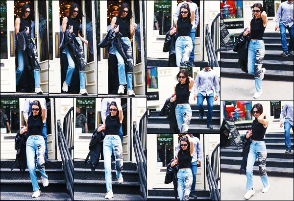 -02/06/2019- ─ Kendall Jenner a été aperçue alors qu'elle quittait le : « What Goes Around Comes Around » à - New-York.La belle mannequin Kendall enchaîne les news en ce moment pour notre plus grand bonheur ! Concernant la tenue de celle-ci, c'est petit top de ma part.