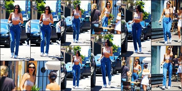 -11/08/2019- ─ Kendall Jenner a été photographiée alors qu'elle se promenait dans les rues étant dans - West Hollywood.La belle mannequin Kendall J. rejoignait quelques amis pour aller déjeuner en ville ! Concernant la tenue de la belle, c'est un très jolie top pour ma part !