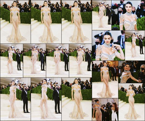 '-13/09/21-' • Kendall J. posait sur le tapis du « MET Gala 2021 » au Metropolitan Museum of Art à New-York ! C'est en compagnie de son amie Gigi Hadid que la belle a posée sur le tapis rouge de la cérémonie absente l'année dernière ! Un beau top
