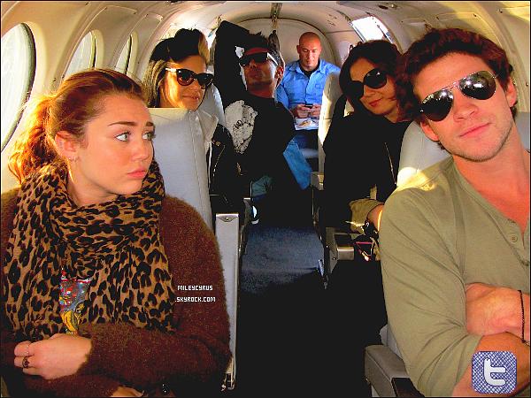 . 23.06.11- Mileyas été vu prendre un jet privé direction Melbourne. Unefois arrivée à Melbourne, Miley a visitaient la ville accompagnée de Liam, de sa maman, et sa maquilleuse Denika. + Tish, la maman de Mil' as posté une photo de Mil' dans le jet privé.   .