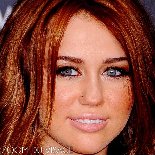 . 31.01.10 - Mileyaccompagnée de sa maman était aux Grammy Awards. .J'adore sa tenue, donc pour moi c'est un TOP !. & toi qu'en pense-tu ? .