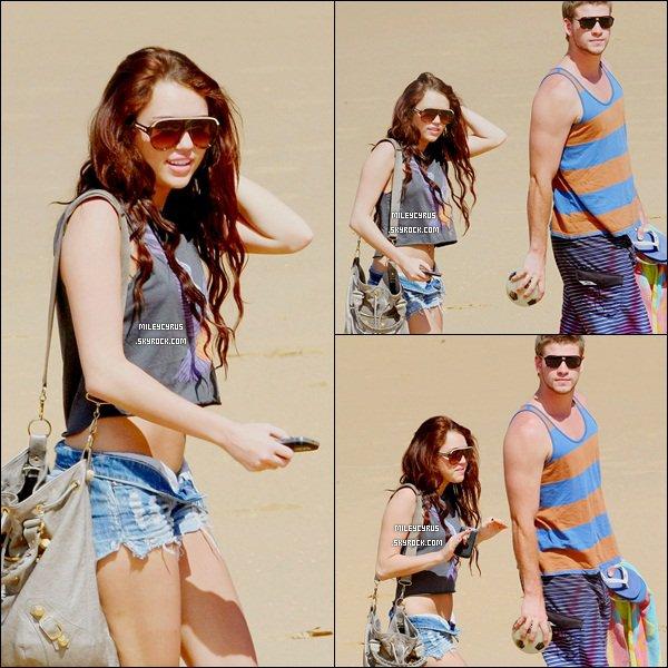 . 05.01.10 - Miley et Liam était sur la plage de Phillip Island en Australie. .
