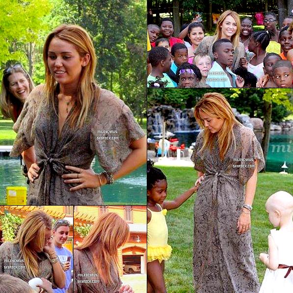 Le 19.07.11 :  Miley était présente à l'évènement«Kids Kicking Cancer» dans leMichigan.
