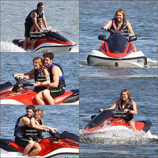 . 31.07.11 - Miley,faisait du jey ski avecson boyfriend Liam.   Elle as ensuite été vu promenant son chien Floyd en fumant une cigarette. Vous ne rêvez pas, Mil' fume ! Choqué(e) ? Moi non.. .