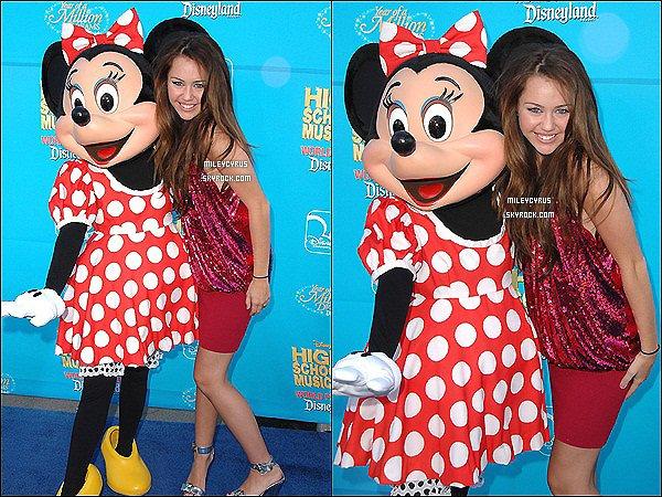 """.   24.08.07 - Miley, était à l'avant première du film Disney """"High School Musical 2"""".     ."""