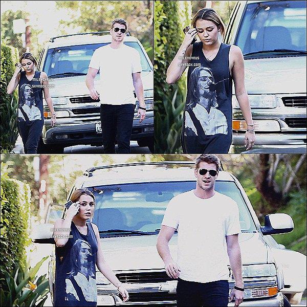 . 08.10.11 - Miley , était à Studio City dans Los Angeles. .