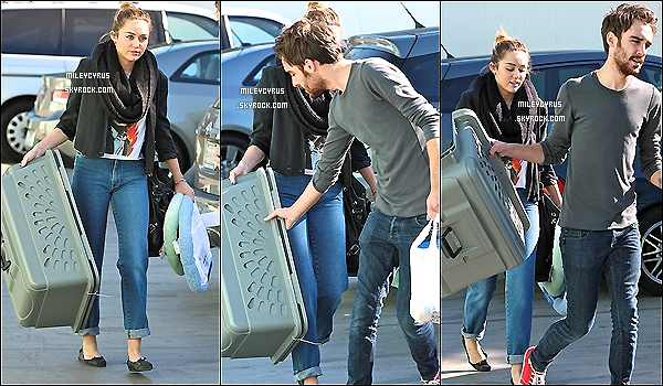 . 09.12.11 - Miley étaitde sortie àStudio Cityavec son ami Cheyne Thomas. Mais où-est passé Liam ?! Sinon top ou flop ? .