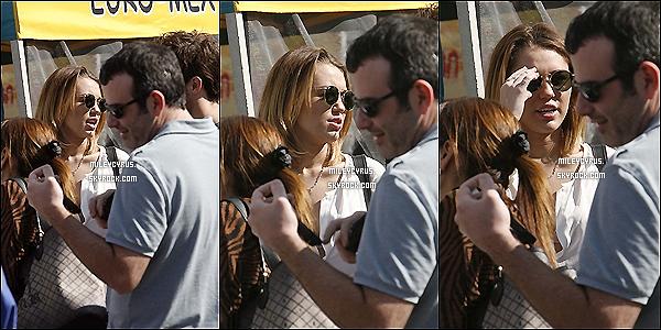. 12/02/12 - Miley faisant des courses avec Liam et Cheyne Thomas à Los Angeles. .