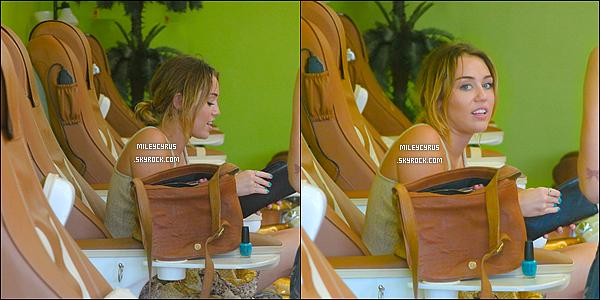 . 23/02/12 - Miley sortant d'un salon de manucure à Studio City. .