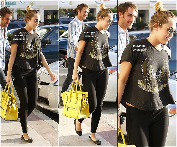 . 02/03/12 - Miley se promenait dans Studio City avec Cheyne Thomas. .