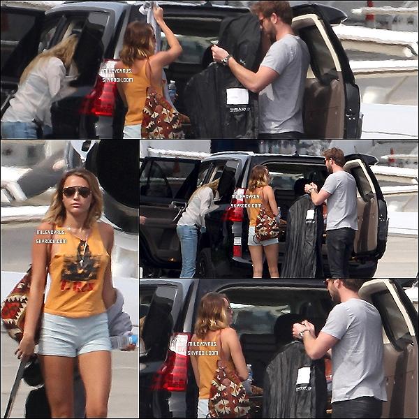. 21/03/12 - Miley sortant de son cours de pilates. .