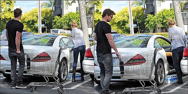 . 14/04/12 - Miley a été faire ses courses avec son petit-ami à Los Angeles. .