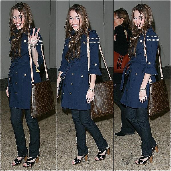 . 09/02/2007 - Miley était au studio de MTV à  New-York. .