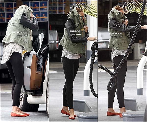 . 01/05/2012 - Miley aperçu quittant son cours de pilates dans West Hollywood.. .