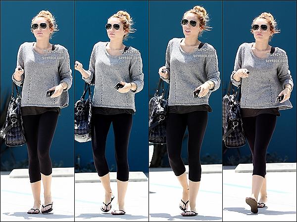 . 07/05/2012 - Miley sortant de son cours de pilates à West Hollywood. .