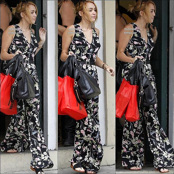 . 07/06/2012 - Miley arrivant à la Nouvelle-Orléans.  .