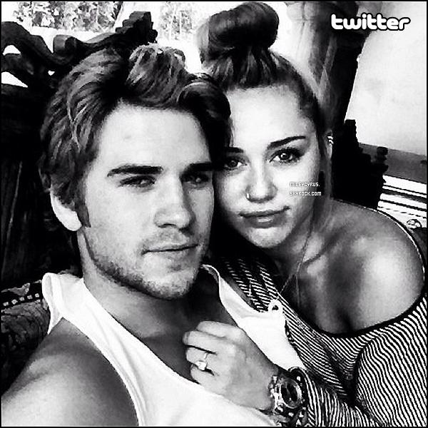 . 07/07/2012 - Miley à été vu attendant un ami dans sa voiture à Los Angeles. RUMEUR : Miley sera peut-être juré dans American Idol. Affaire à suivre. .