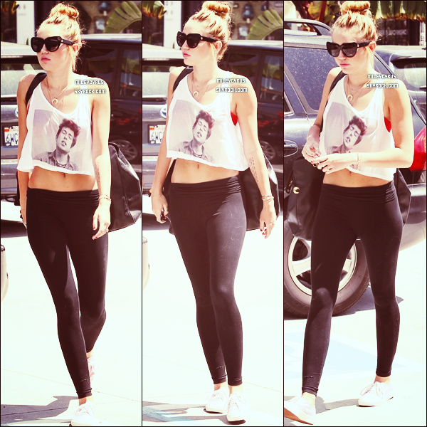 . 14/07/12 - Miley sortant de son cours de pilates avec son boyfriend à West Hollywood.  .