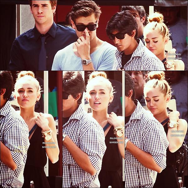 . 31/07/12 - Miley a été photographiée sur le tournage de Paranoïa avec Liam, bien évidemment.   .