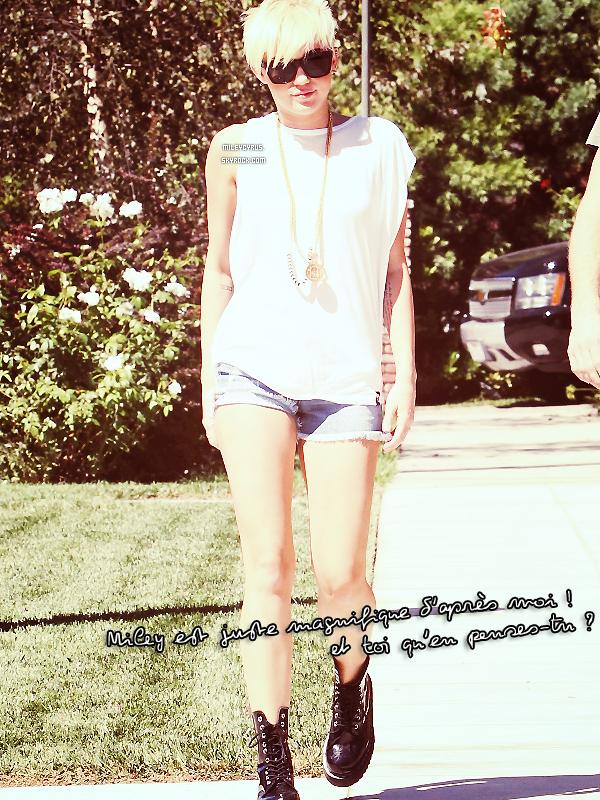 . 02/09/12 -Notre belle Miley à été rendre visite à un ami avec son chéri Liam à Pasadena.  Miley est magnifique, j'adore sa tenue. Pour moi, c'est un top ! Et toi qu'en pense-tu ? Top, bof ou flop ? .