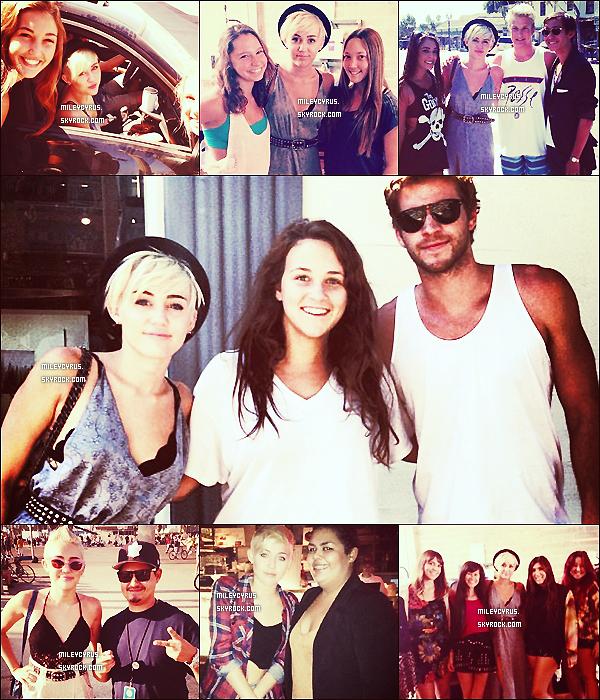 . 29/09/2012 - Miley et son meilleur ami Cheyne Thomas ont été vu allant chercher un café à Starbucks à Los Angeles. On voit pas Miley, dommage qu'elle se cache sous son chapeau.. .