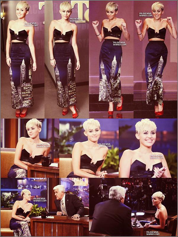 """. 12/10/2012 -Miley était l'invitée comme prévu de """"The tonight show with Jay Leno"""". Trois vidéos sont en lignes ! :D Top or Flop ?  ."""