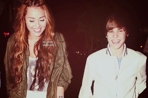 """.   Miley prend la défense de Justin Bieber après la mort d'un paparazzi !    Voici l'histoire, un paparazzi a aperçu la Ferrari de Justin et croyant que c'était lui à l'intérieur à voulu prendre des photos et s'est fait percuté par une voiture et en est mort. Sauf que ce n'était pas Justin Bieber dans la voiture mais un de ses amis se promenant à Los Angeles. Certaines mauvaises langues ont jugés que Justin serait coupable dans cette affaire. Mais Miley, adorable comme tout, à décider de les faire taire en le défendant sur le réseau social Twitter : """"J'espère que cette histoire d'accident avec le paparazzi et Justin Bieber va apporter quelques changements en 2013. Les paparazzi sont dangereux ! La Princesse Diana était un exemple suffisant non ?!"""" """"Ce n'est pas juste les gens qui disent que c'est de la faute de Justin ! Cela devait arriver tôt ou tard ! Les mamans apprennent aux enfants de ne pas jouer dans les rues ! Le chaos qu'a créé le paparazzi en agissant comme un idiot rend impossible les bons choix."""" Merci de ne pas prendre cet article, réalisez entièrement par mes soins.   Qu'en pensez-vous ?  ."""