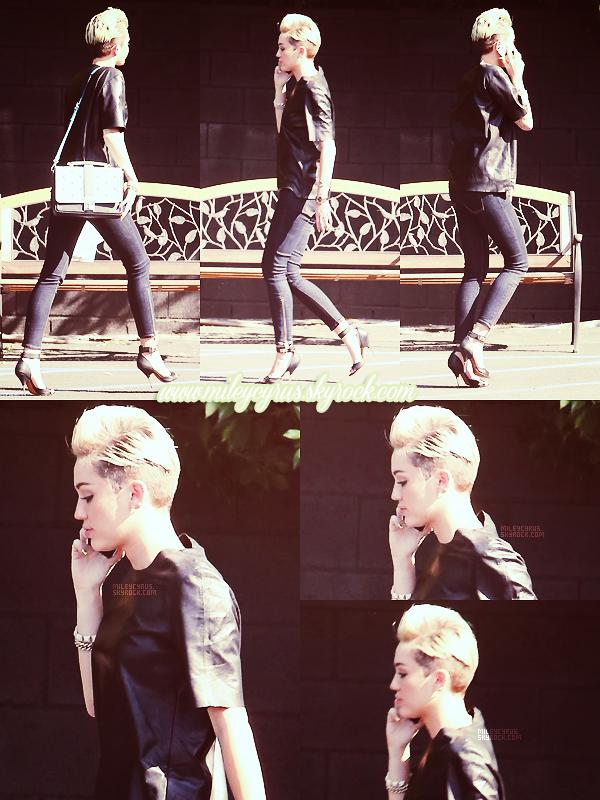 . Le 17/05/2013 : Miley se rendant au studio d'enregistrement à L.A. Apparemment Justin Bieber aurait été aperçu entrant dans le studio quelques minutes après elle. Coïncidence? .