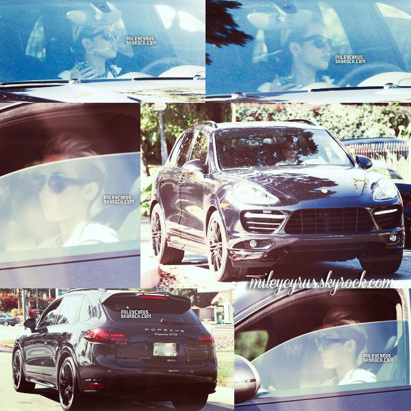.  25/05/13 : Miley a été aperçue dans sa voiture, quittant le quartier où Justin habite. Miley se serait donc rendu chez Justin Bieber (non confirmé). D'autres rumeurs disent que ces deux jeunes personnes auraient un duo en préparation !  .